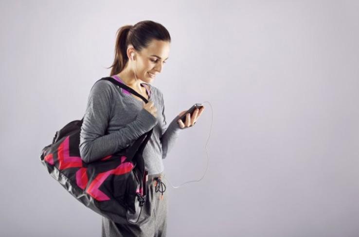 bb70818d9 7 itens que uma mulher precisa ter na mochila de natação – Toalha Mágica